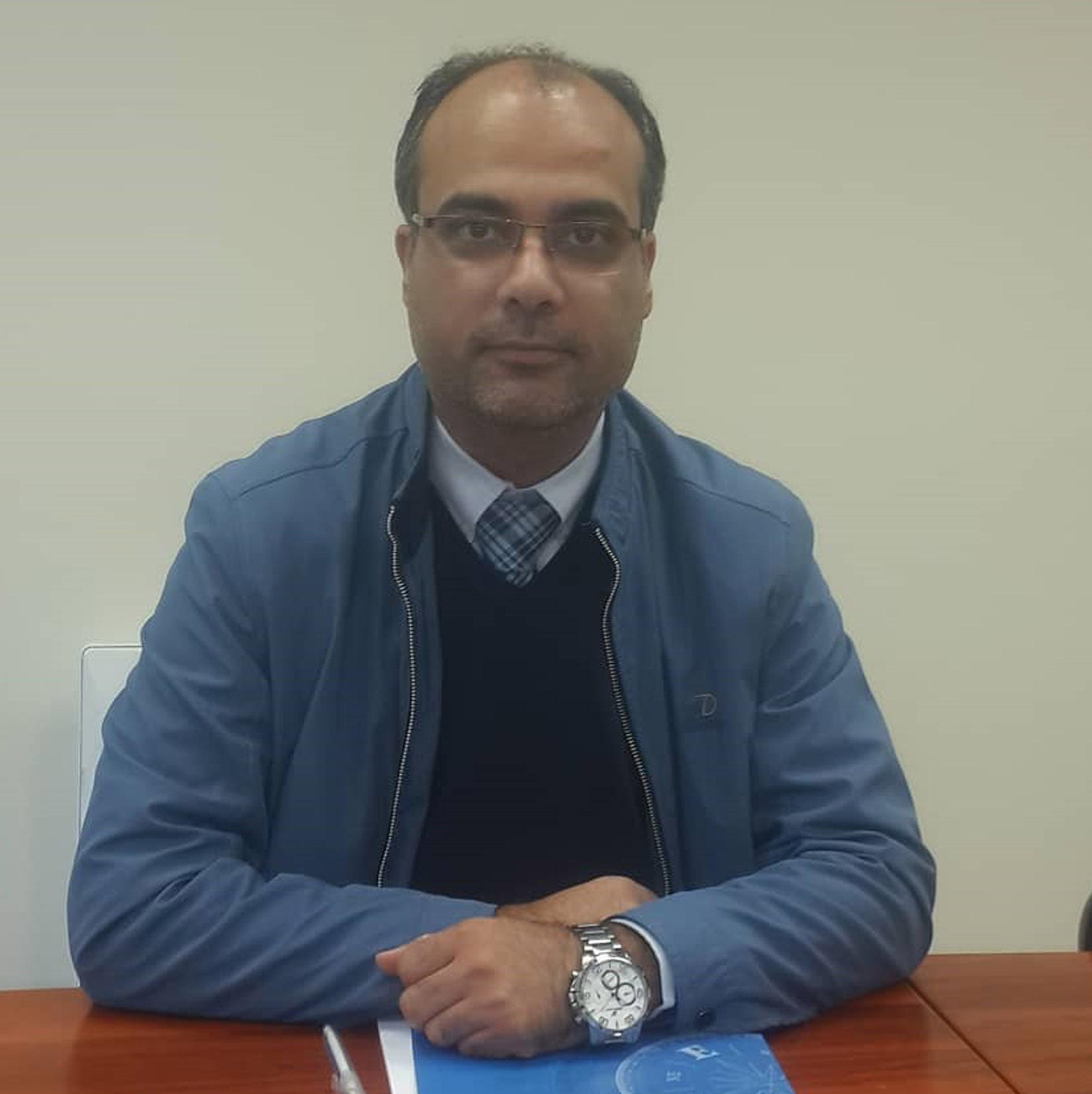 دکتر-جواد-آذری-مشاوران-بازار-و-صنعت-یارنو